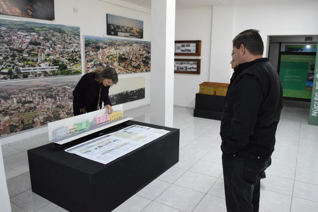 """Presidente da câmara visita exposição """"Museus e Paisagens Culturais"""