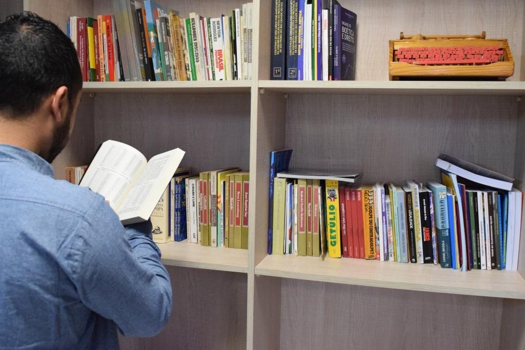 Mais de 300 livros na Biblioteca Romeu Scaglia Barleze