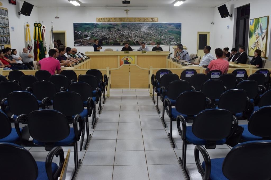 Sem projetos, vereadores aprovam requerimentos