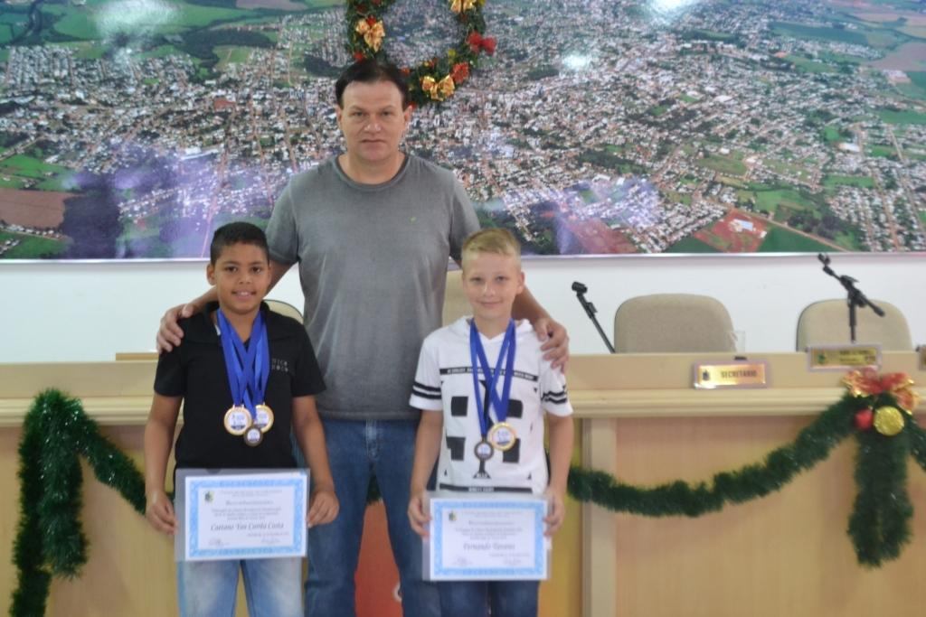 Destaques do Futsal são homenageados pelo Legislativo