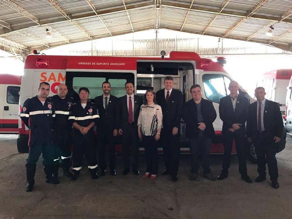 Comitiva carazinhense participa da solenidade de entrega da nova ambulância para o Samu