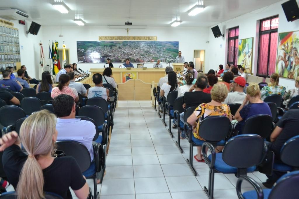 Sessão é marcada por diversas indicações dos vereadores