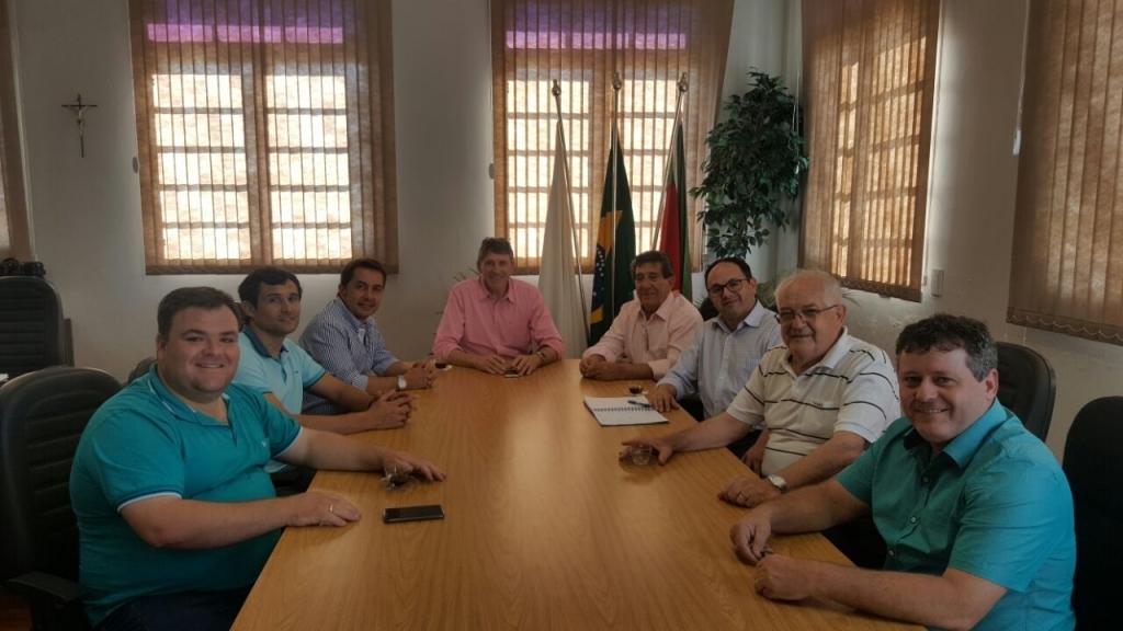 Vereadores acompanham visita do deputado Sérgio Turra