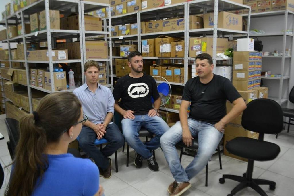 Vereadores fazem visita a Farmácia Básica do município