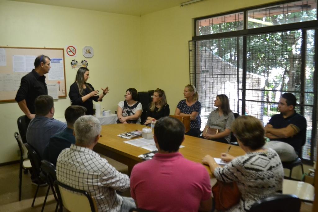 Comitiva carazinhense visita Escola de Autista