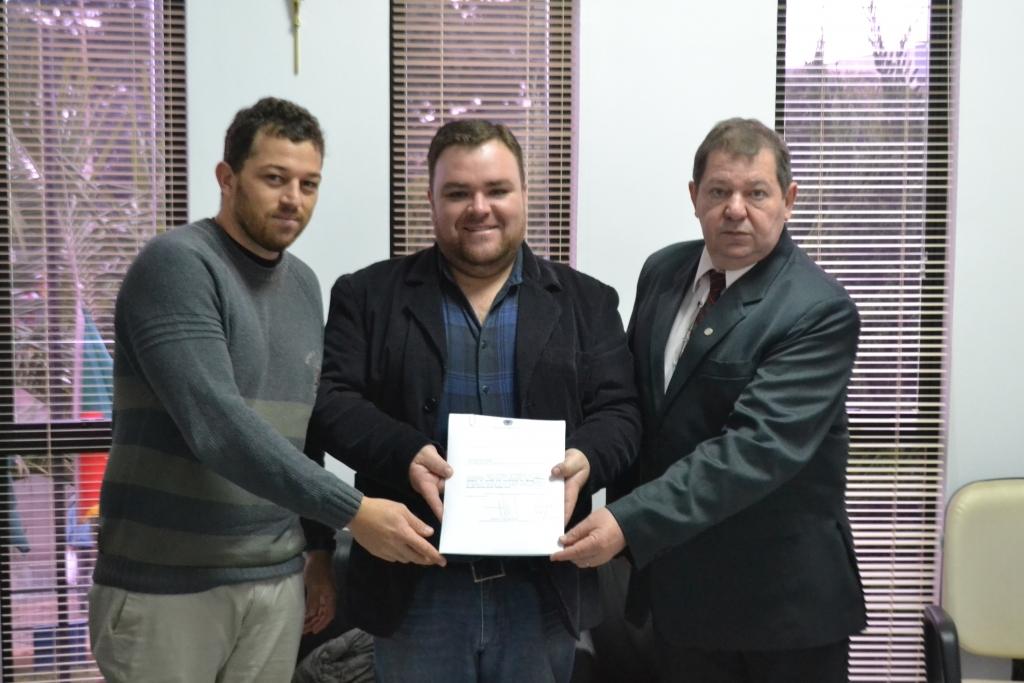 OAB entrega pedido de denúncia por crime de responsabilidade contra o Presidente da República
