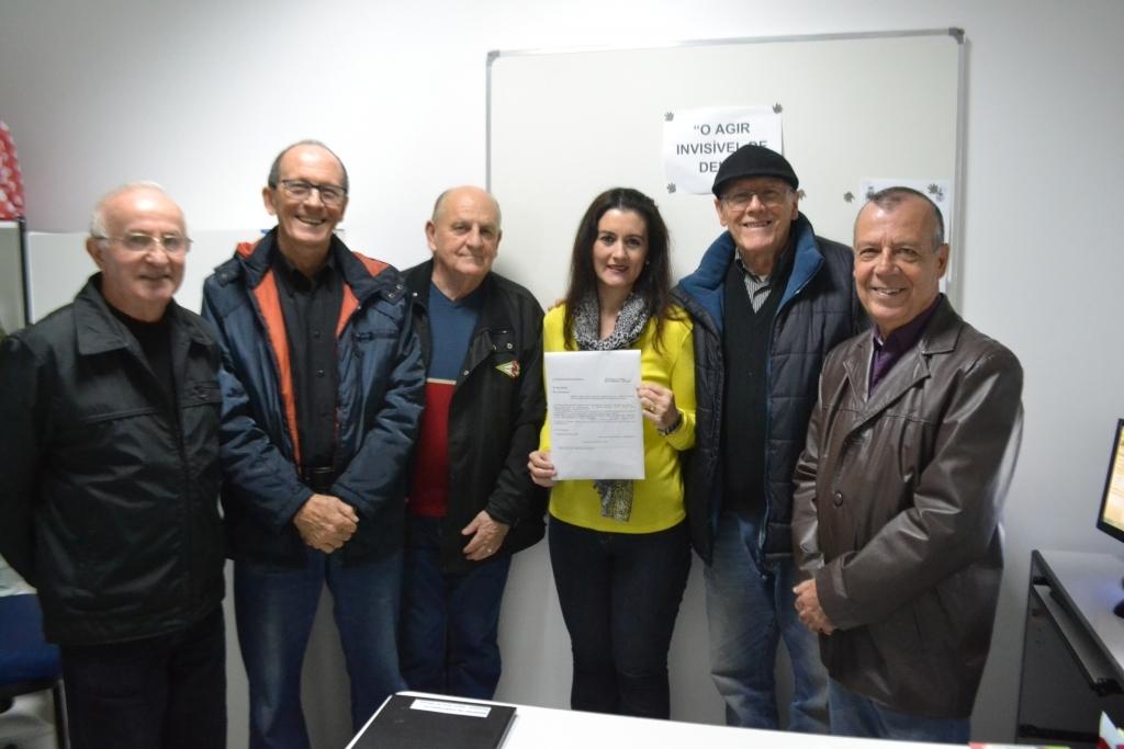 Vereadora homenageia 25 anos do Grupo Cesta Básica