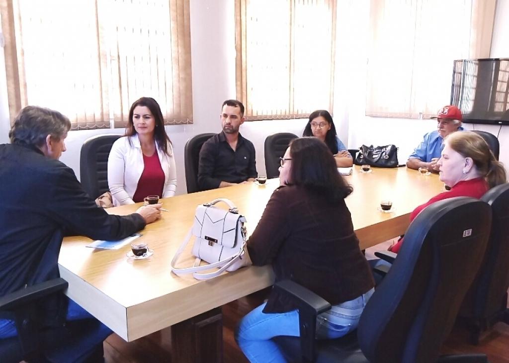 Vereadora participa de reunião com moradores do bairro Oriental