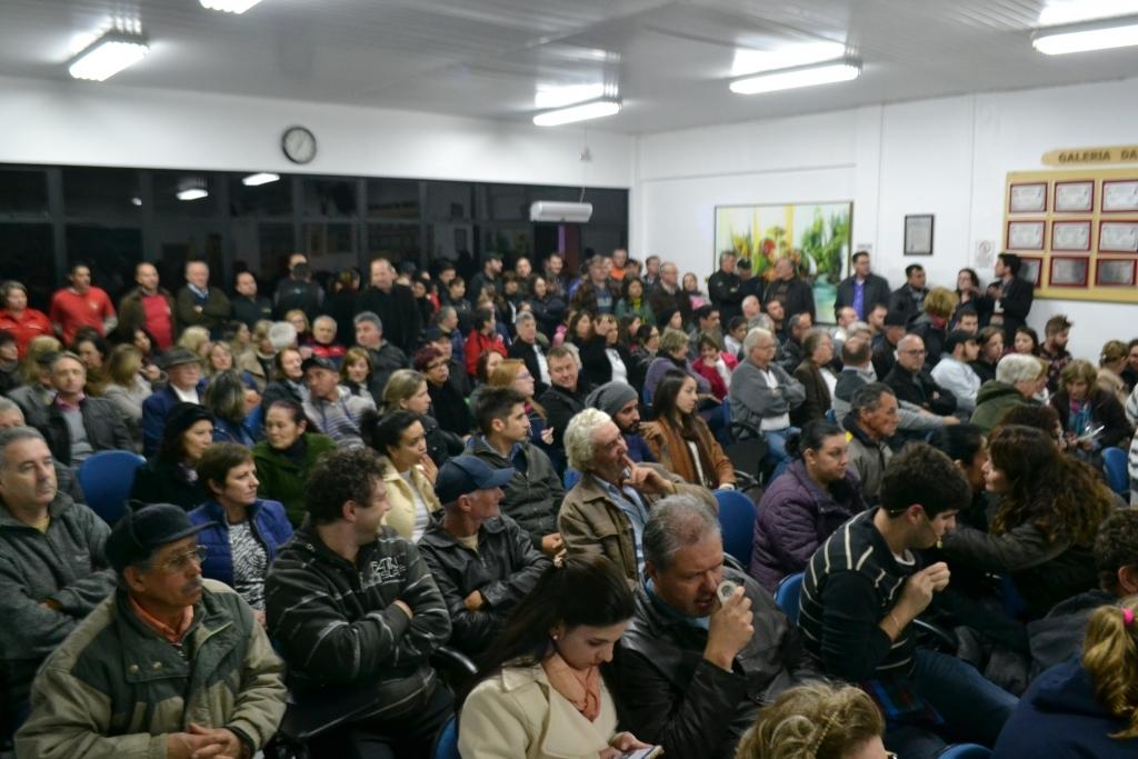 Comunidade se mobiliza e pede por segurança pública durante sessão da Câmara