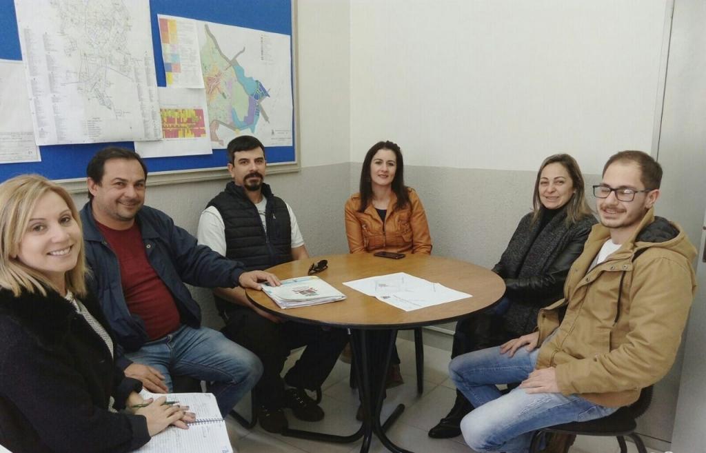 Vereadora busca auxílio à Associação de Moradores do bairro Oriental