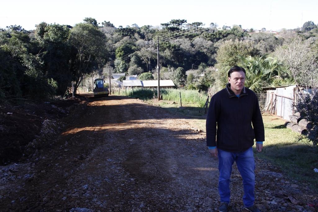 Vereador acompanha melhorias no bairro Santo Antônio
