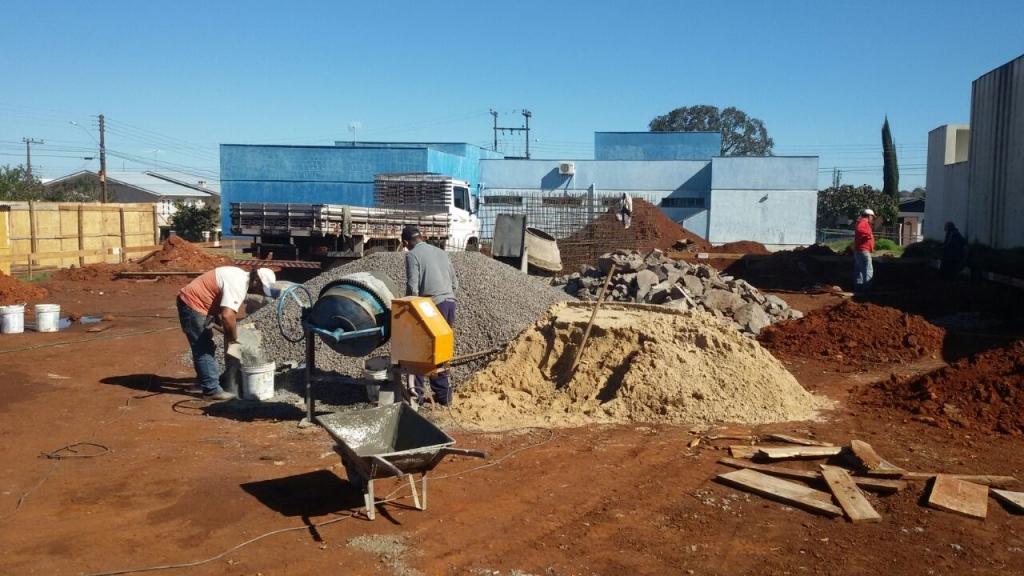 Iniciada a construção da quadra poliesportiva do bairro Operário