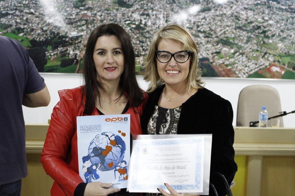 Vereadora reconhece trabalho desenvolvido pela Escola de Pais