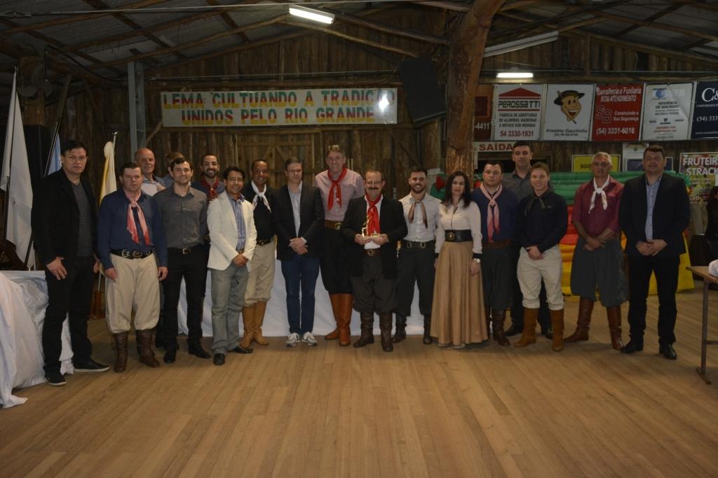 Câmara entrega Título Tradicionalista Destaque em sessão no CTG Unidos pela Tradição Riograndense