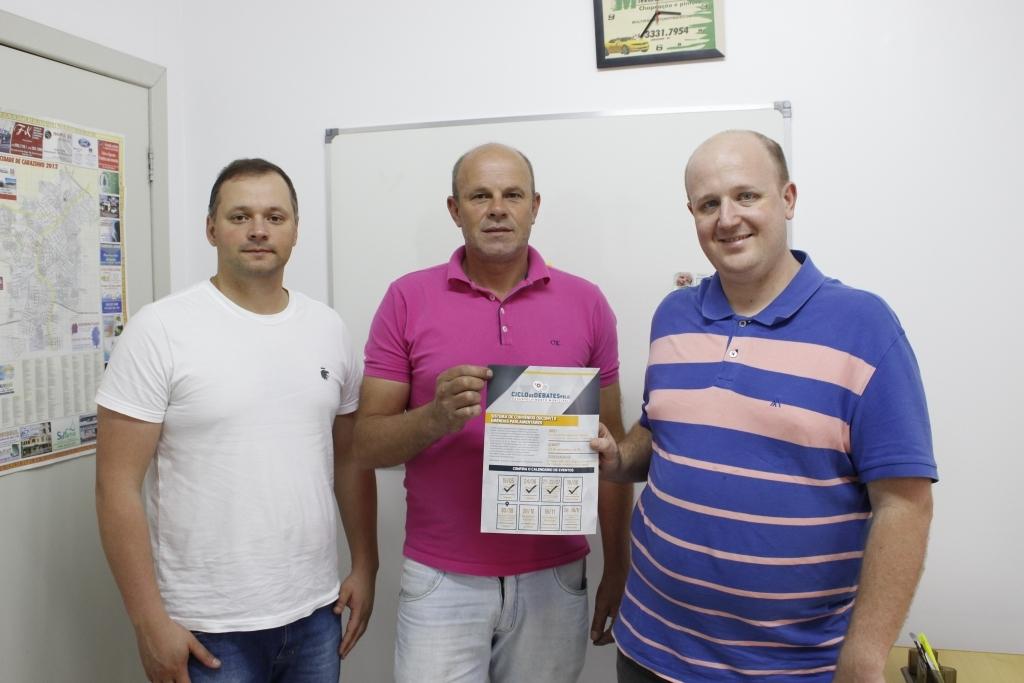 Presidente da Associação de Vereadores do PMDB visita Carazinho