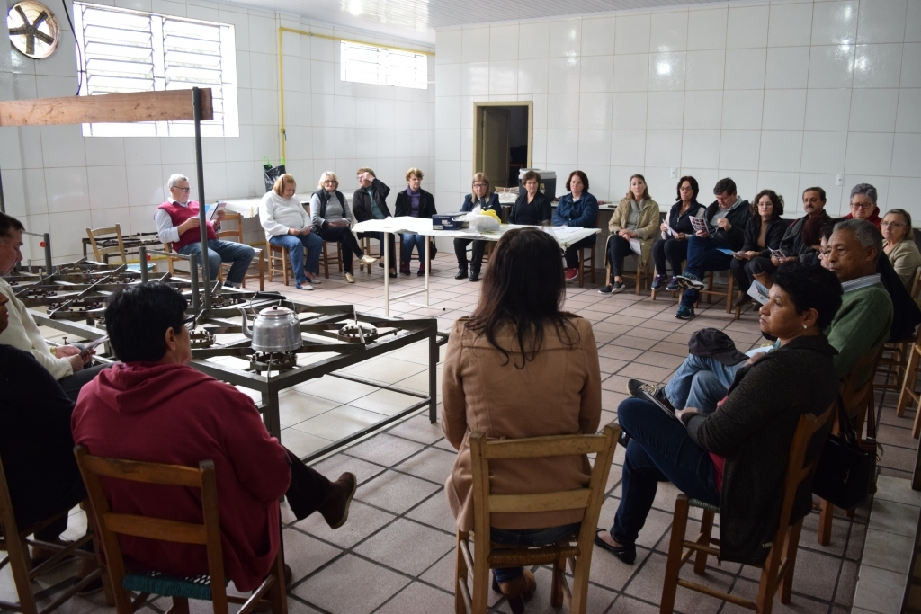 Vereadora participa de encontro com Grupo da Terceira Idade do bairro Oriental