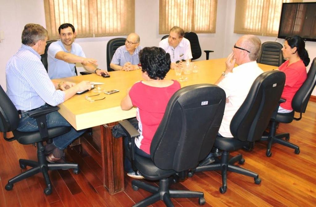 Moradores pedem a finalização da obra na Rua Afonso Pena