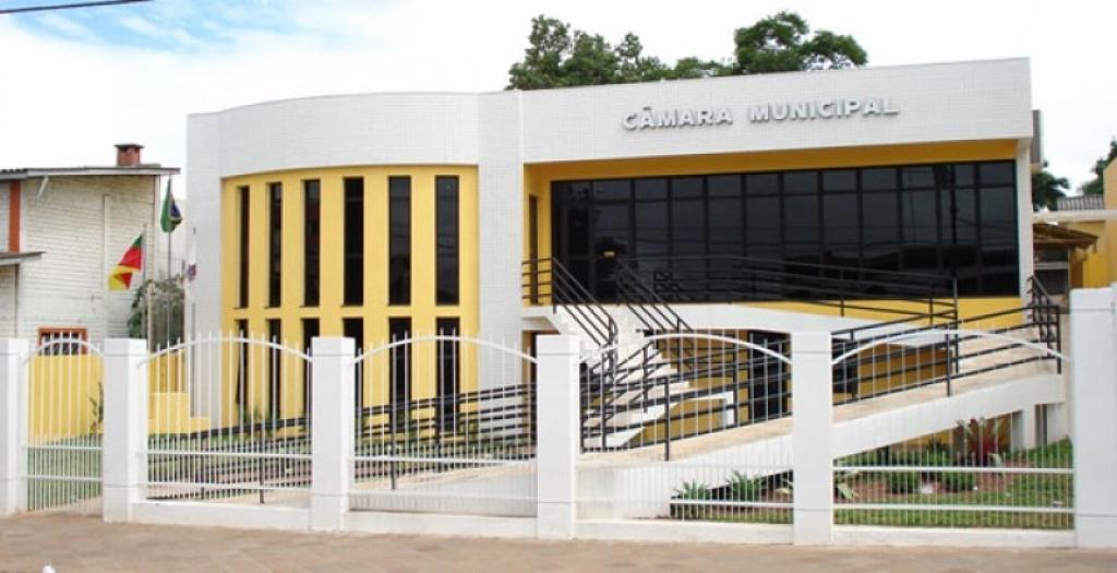 Câmara Municipal de Carazinho convoca interessados para Chamamento Público para o cargo de Jornalista.