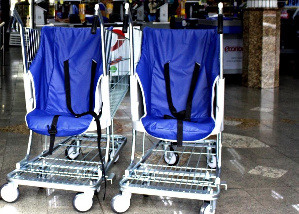 Mercado de Carazinho se adéqua a legislação dos carrinhos de compras adaptados