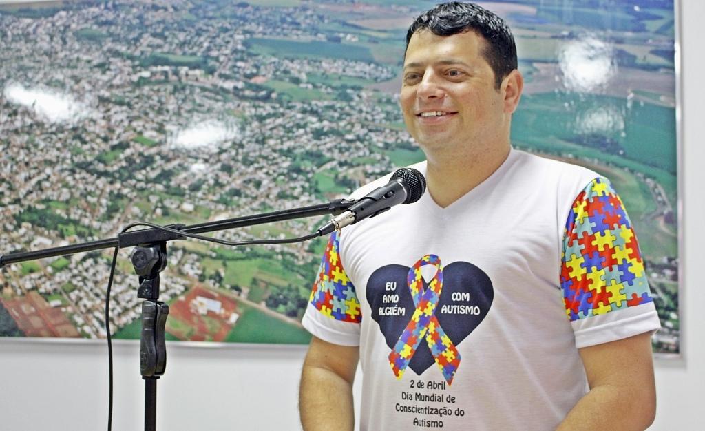 02 de abril: Implantação de uma clínica-escola para autistas é sugerida ao Executivo