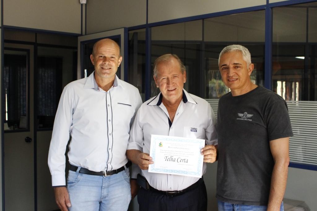 Câmara homenageia os 18 anos da empresa Telha Certa