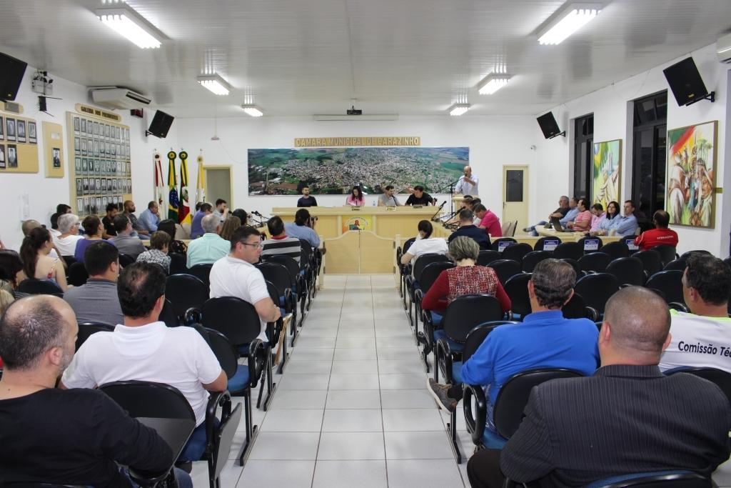 Sessão com participação de grande público