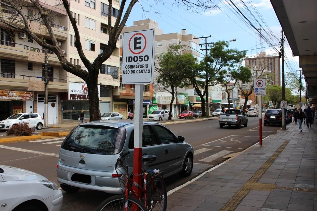 Disque Denúncia para quem estaciona em vagas de idosos e deficientes