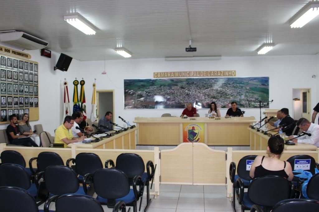 Três projetos aprovados em sessão