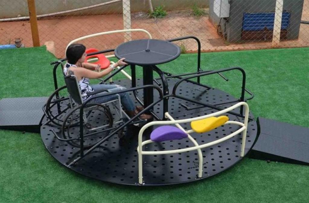 Praças em Carazinho poderão ter brinquedos adaptados para crianças portadoras de necessidades especiais
