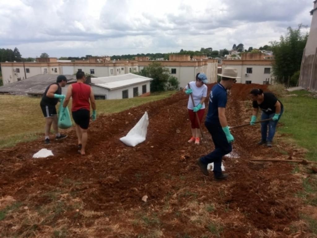 """Bairro Oriental recebe projeto """"Mãos a terra. Vamos Plantar!"""""""