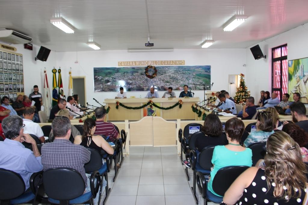Sessão extraordinária aprova todos os projetos e derruba veto