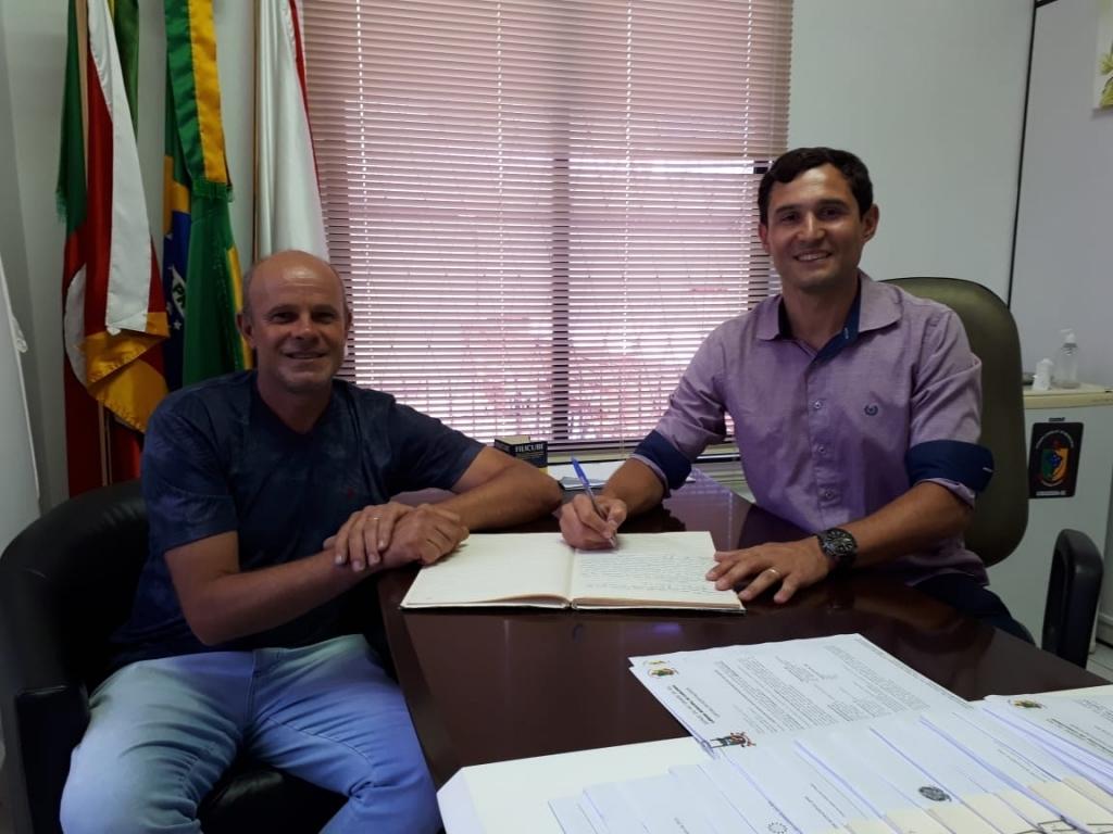 Daniel Weber assume a presidência do Legislativo Municipal.