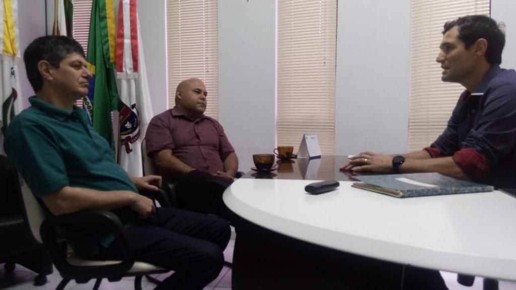 Religiosos fazem convite e apresentam reivindicação ao Presidente do Legislativo