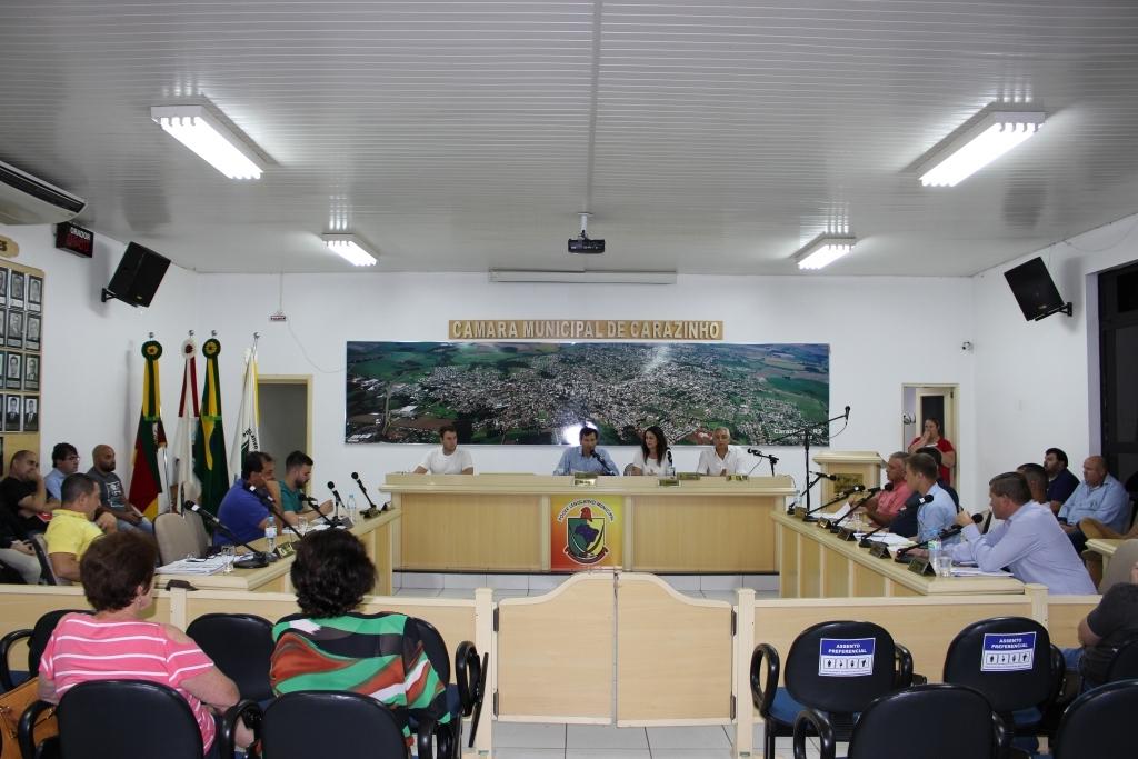 Vereadores rejeitam projeto de extinção de vagas